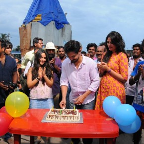 Actor-Nakul-celebrated-his-birthday-on-the-sets-of-Sei-Photos-4