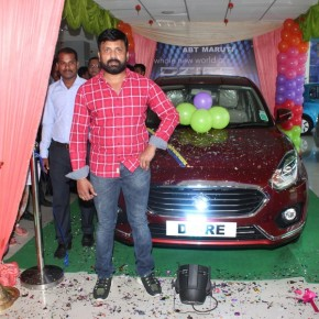 Actor-Vignesh-inaugurate-Maaruthi-Car-at-Guindy-Photos-35