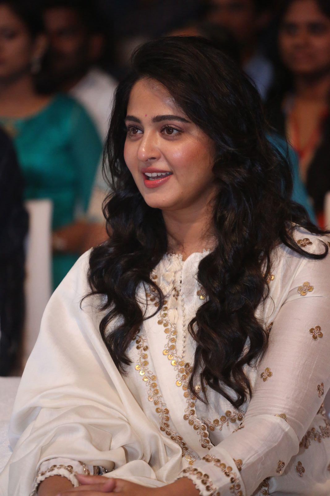 Chennai365 Actress Anushka Latest Stills
