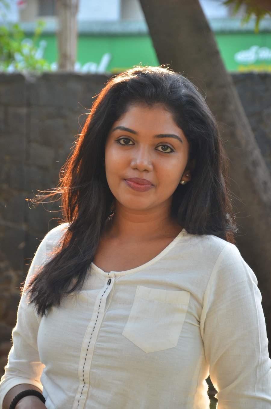 Actress Riythvika Photos Gallery | Chennai365