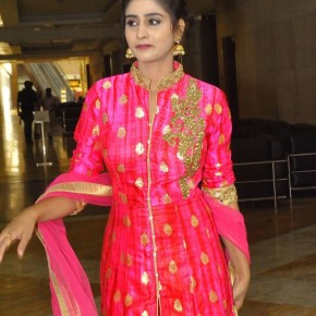 Actress-Shamili-New-Stills-2