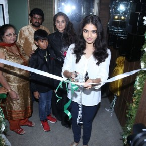 Actress-Simran-at-God-Ka-Shop-Launch-Photos-9