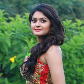 Iruttu Araiyil Murattu Kuthu (aka) Iruttu Arail Murattu Kuthu Actress Vaibhavi Shandilya Photos Gallery