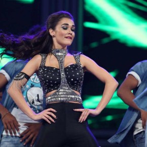 Amy Jackson Dance Stills At 63rd Britannia Filmfare Awards 2016 (5)