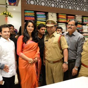 Anushka-Launches-Kalamandir-Showroom-Stills-132av00012262013av