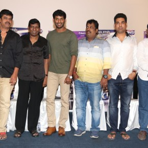 kaththi-sandai-press-meet-stills-28