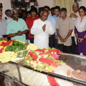 pays-last-respect-to-balamuralikrishna-stills-6