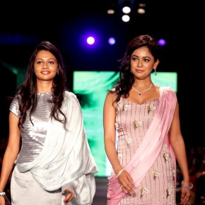 pooja-kumar-walks-the-ramp-for-jeevitha-perumal-at-india_008