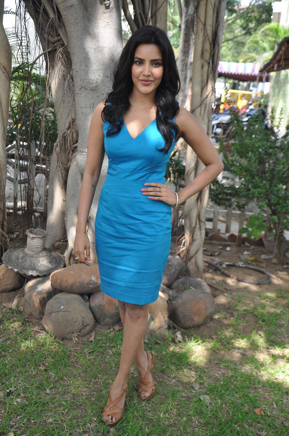 priya preeti young priya young   Girl, Hair styles, Image
