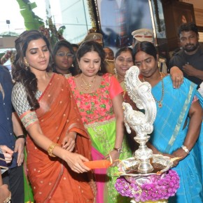 samantha-at-shopping-mall-9