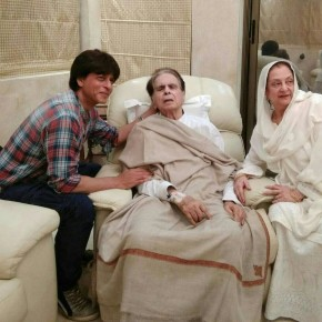 Shah Rukh Khan Visits Legendary actor Dilip Kumar at his home (1)