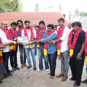 Thadam Movie Pooja Stills (42)