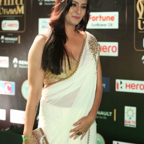 Varalaxmi-Sarathkumar-Stills-at-IIFA-Utsavam-Awards-8